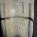 Duschkabin i bad och gästtoa